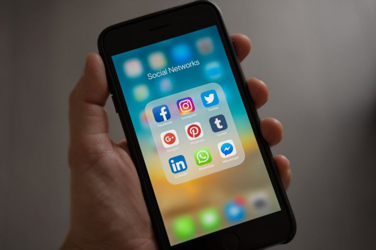 Set the trend in the virtual world of social media – Know how