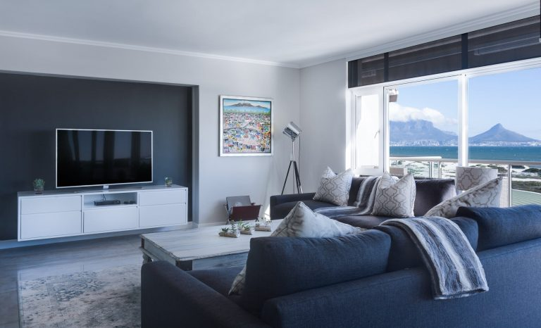 Beginner's tips to decorate the living room
