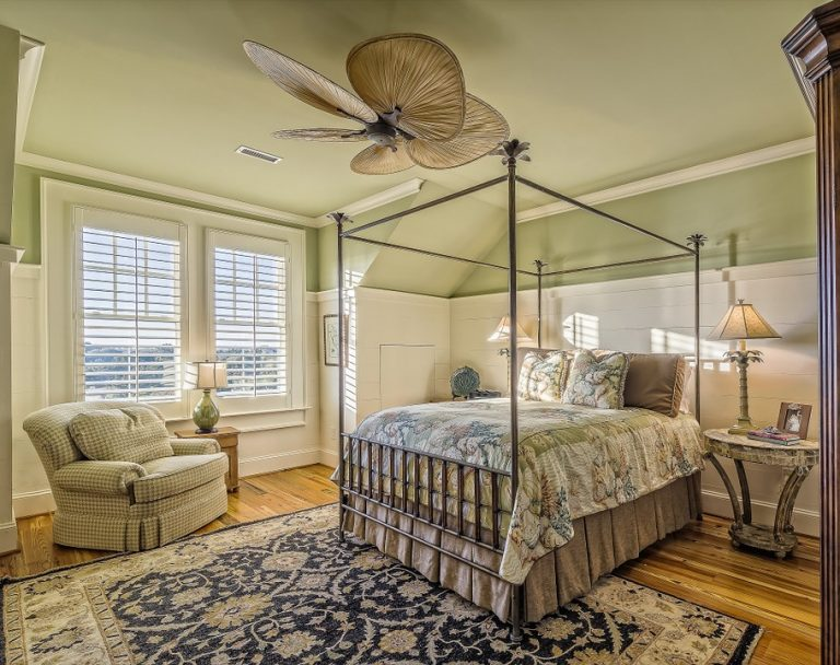 How to choose the ideal material for your bed frame?