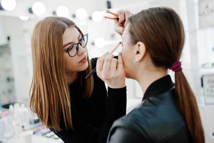 how much do makeup artists make